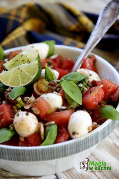 Sałatka z arbuza i suszonych pomidorów