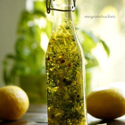 Domowa oliwa z tymiankiem i cytryną