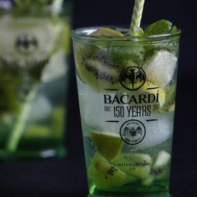Drink z bacardi i cydrem