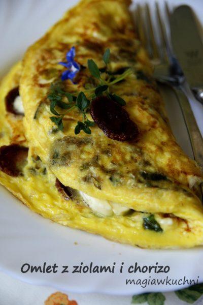 Omlet z chorizo i ziołami