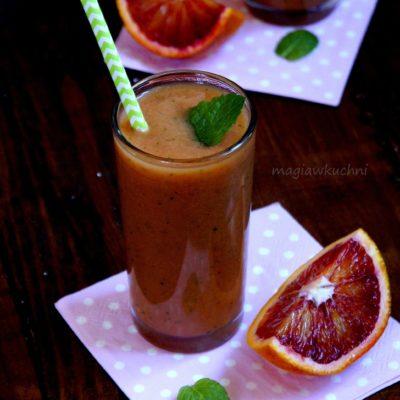 Smoothie z papaja i czerwonej pomarańczy