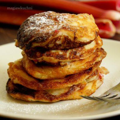 Pancakes z rabarbarem i ricottą