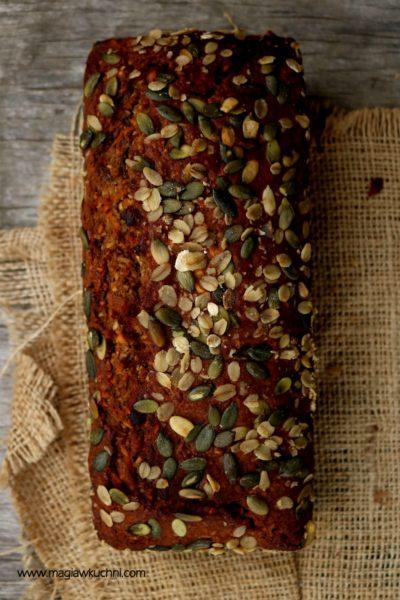 Rustykalny chlebek marchewkowy