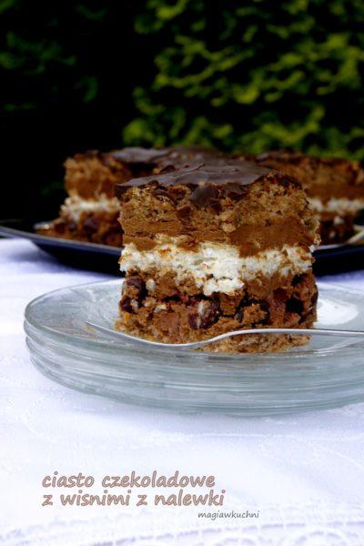 Ciasto czekoladowe z wiśniami z nalewki