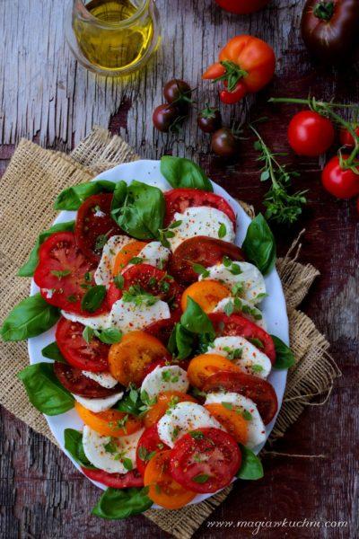 Pomidory z mozzarellą i ziołami