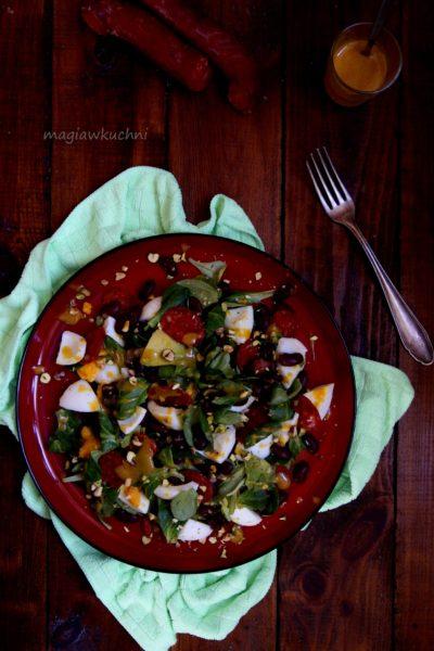Sałatka z czerwoną fasolą i chorizo