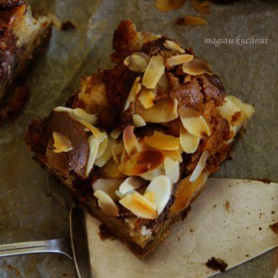 Czekoladowo jabłkowe z chałwą i migdałami