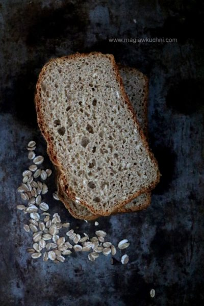 Chleb na zakwasie płatkami