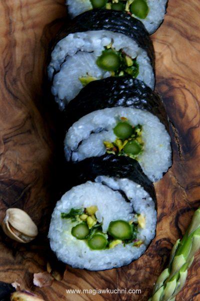 Wegańskie sushi ze szparagami