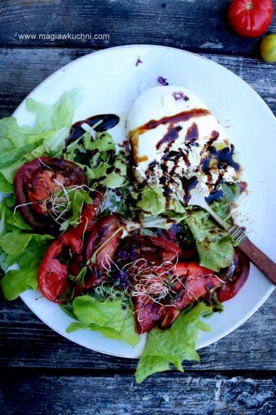 Pomidorowa sałatka z burrata i octem balsamicznym