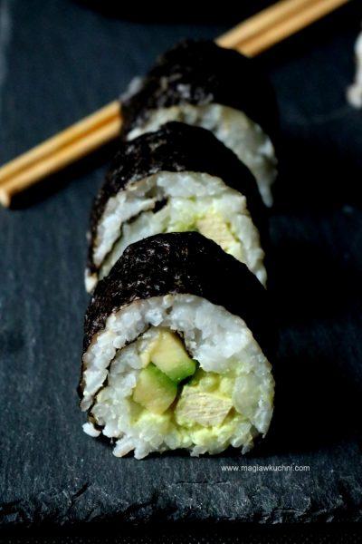 Domowe sushi z avokado