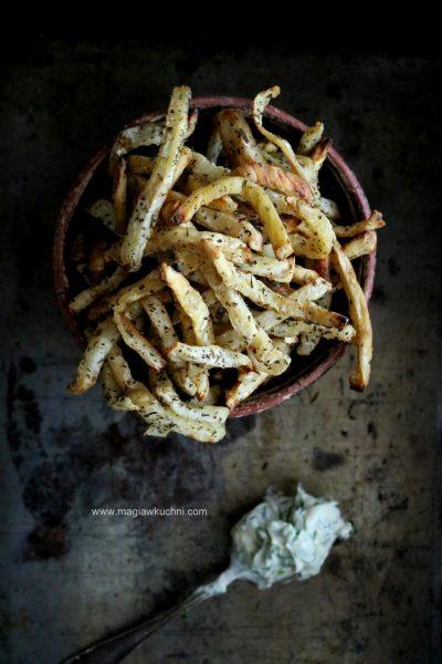 Pieczone frytki z selera i dip z ziołami